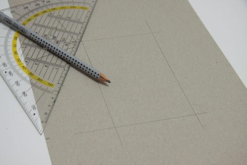 DIY Wanduhr - Schritt 1: Rechteck auf Karton zeichnen